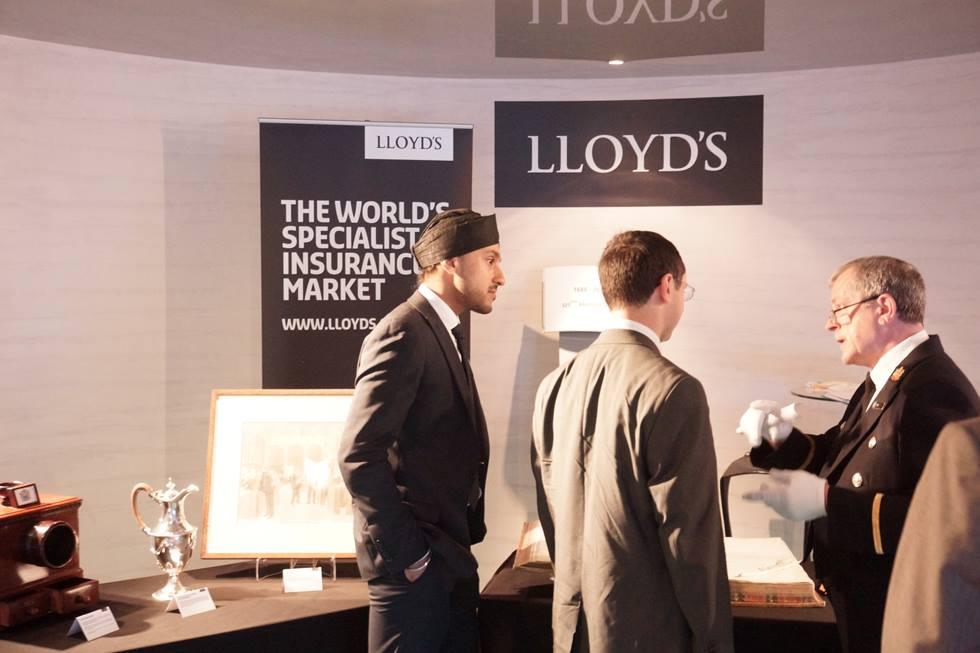 Présentation d'objets historiques du Lloyd's